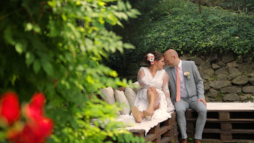 Esküvői Videó Zebegényben, Szerelmesek a padon